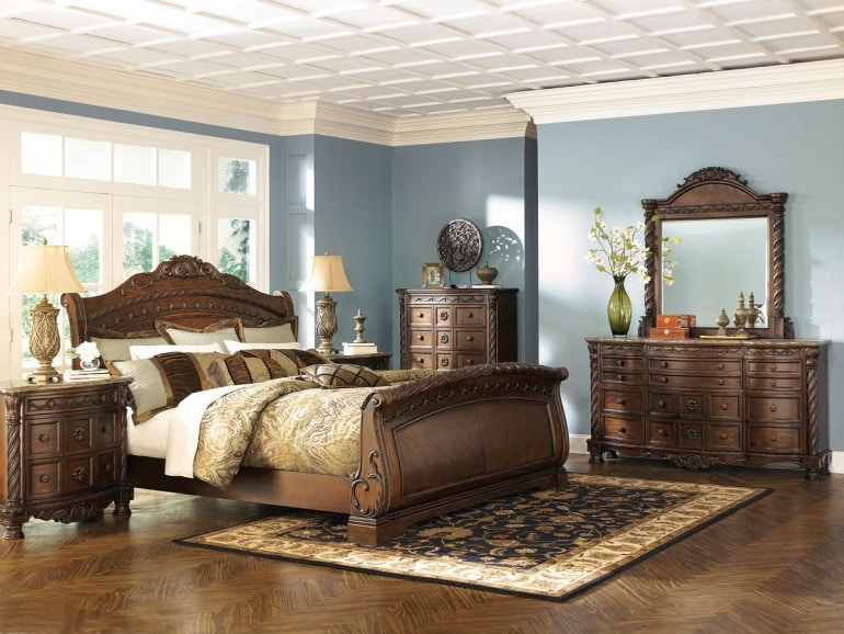 B553 131 36 46 78 76 79 193. North Shore 7 Piece King Bed Set