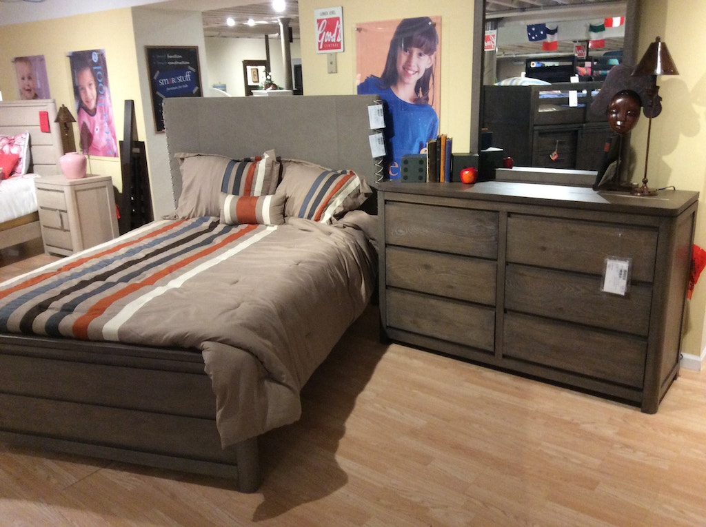 Legacy Youth 4pc Bedroom Set