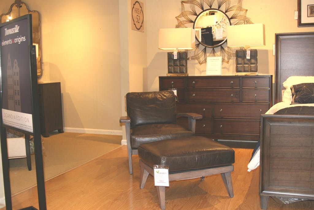 Ordinaire Ellen Degeneres Hillcrest Leather Chair And Ottoman By Thomasville Furniture  HS2652 15 Clearance