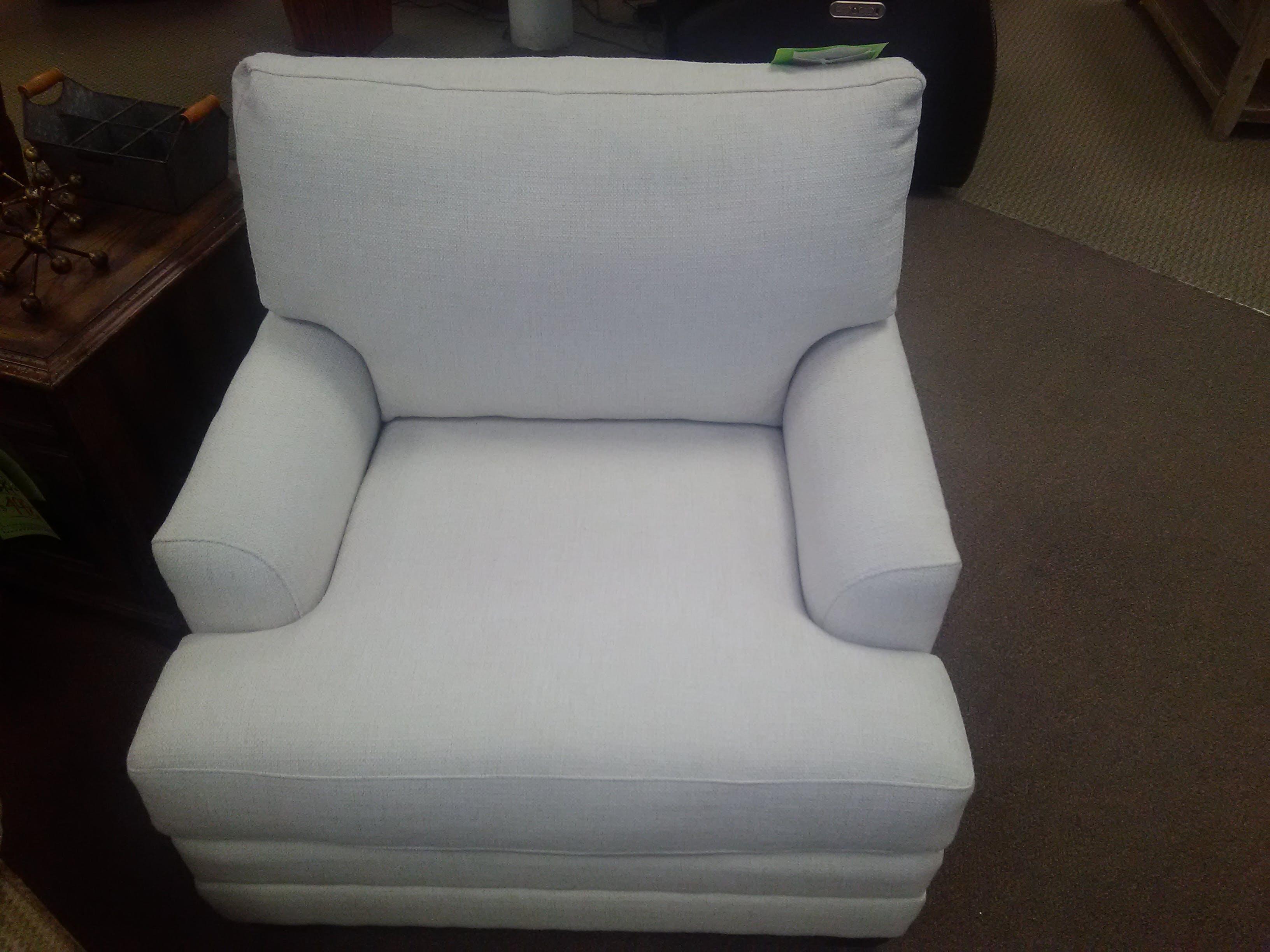 Picture of: Bassett Furniture Living Room Clearance Accent Chair 3847 12 Bennington Furniture Bennington