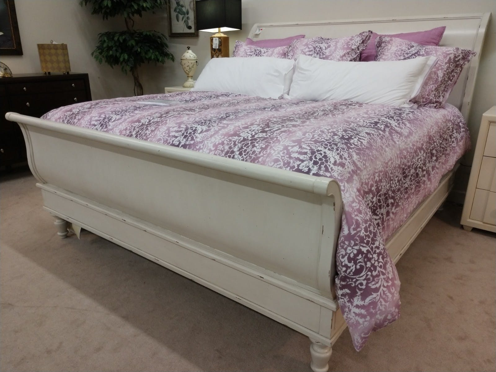 Image of: Clearance Bernhardt King Sleigh Bed 351 H36 F36 R36 Priba Furniture And Interiors Greensboro