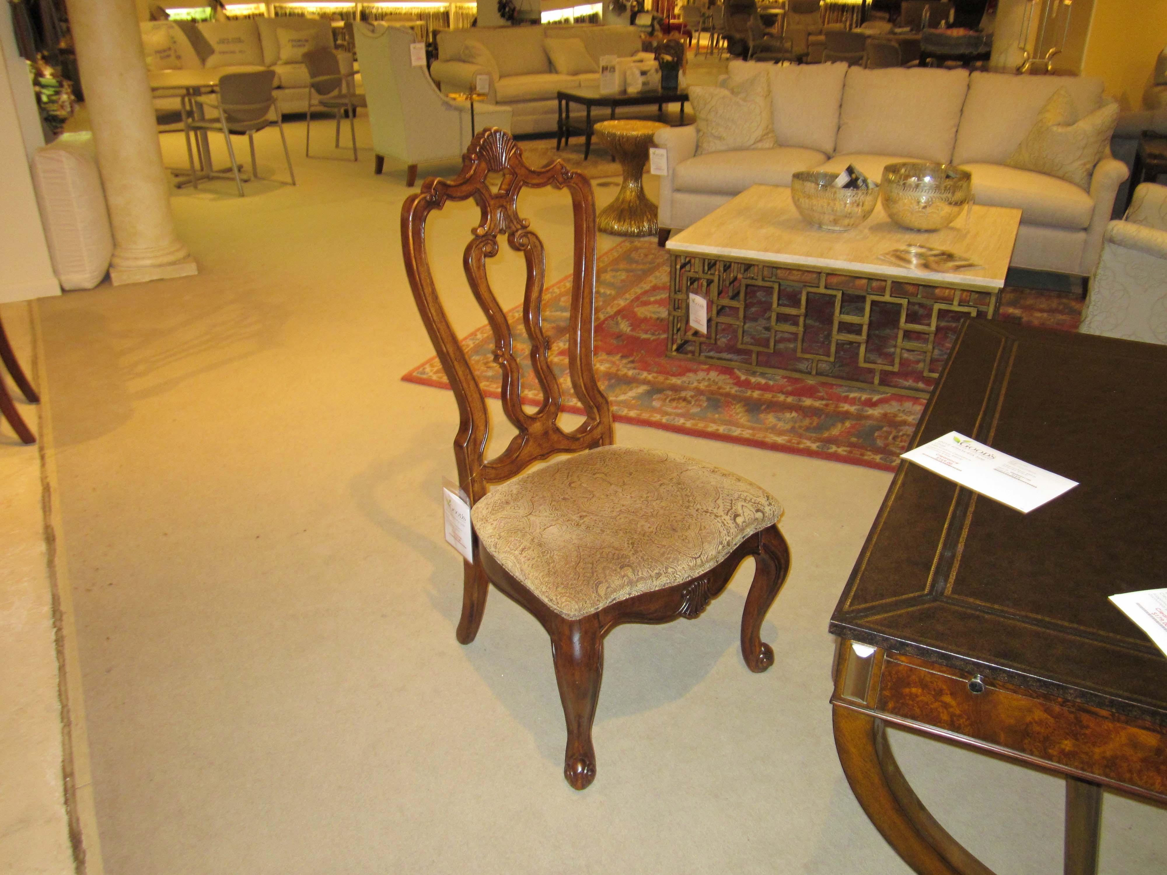 Villa Cortina Bedroom Furniture: Universal Furniture 409634-RTA-Clearance Dining Room Villa