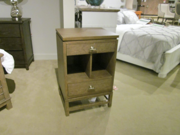 062 33 81 Outlet Stanley Furniture Coastal Living Resort Telephone Table Clearance