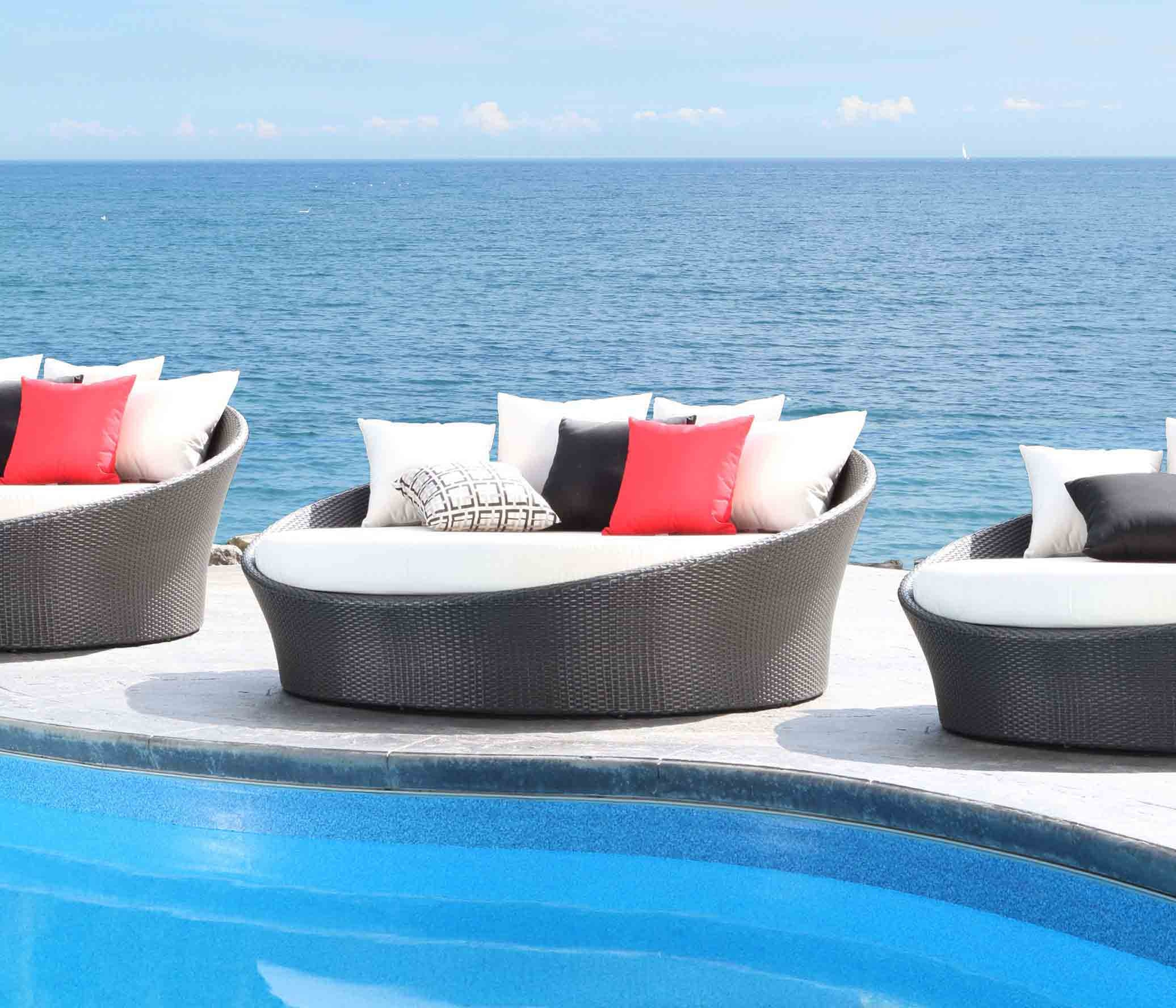 CabanaCoast Furniture Chorus Round Outdoor Daybed 9165 Cc